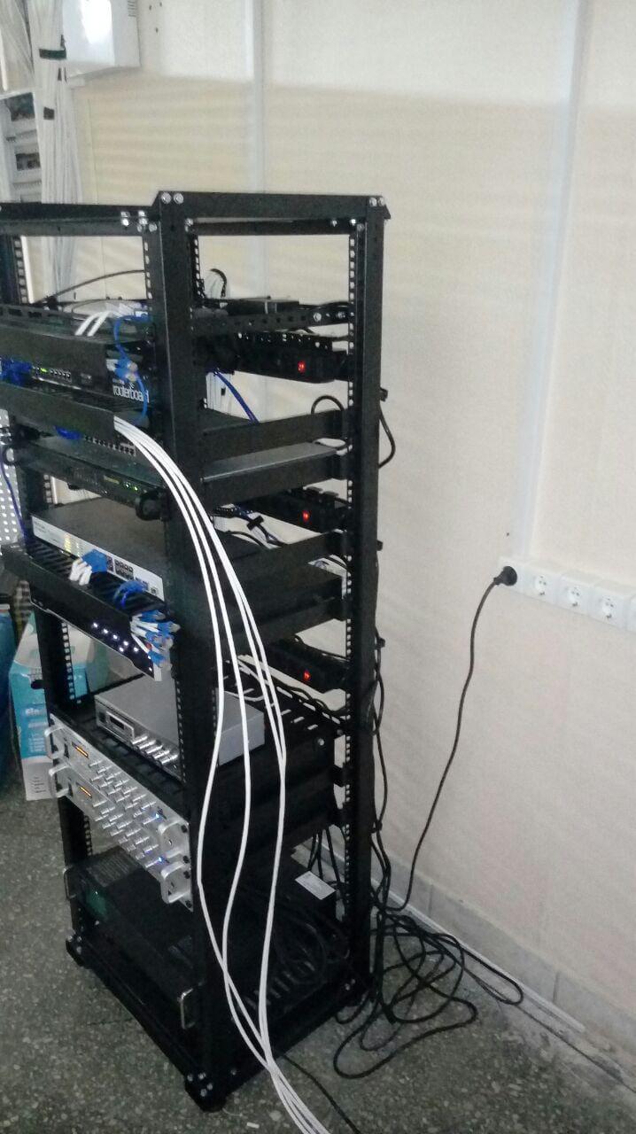 Монтаж серверной стойки №1